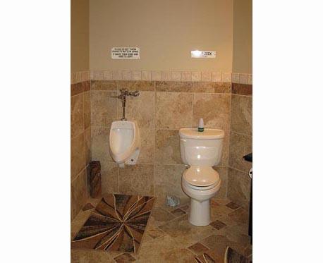 Attirant Bathroom 2 Toilets ...